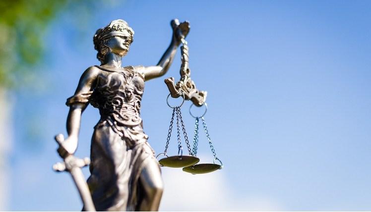 Rechtsanwalt in Frankfurt am Main für: Arbeitsrecht, Vertragsrecht, Immobilienrecht, Strafrecht, Internetrecht, etc.