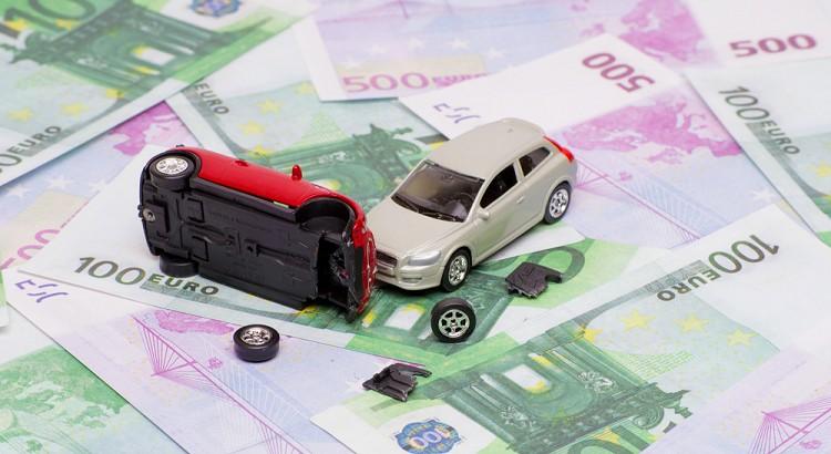 Rechte bei der Vereinbarung ''Unfallfrei'' (Rechtsanwalt für Vertragsrecht beim Autokauf, Frankfurt)